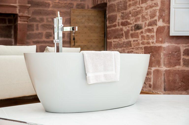 Suite Châtaignier du château de Marsac : baignoire